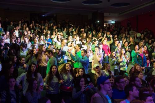 הקהל מתלהב